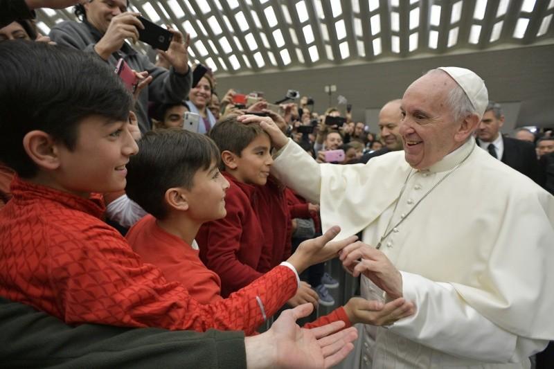 El Papa Francisco llega al Aula Pablo VI © L'Osservatore Romano