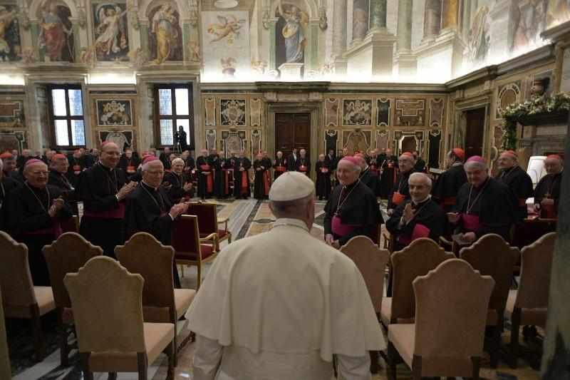 Francisco felicita la Navidad a los miembros de la Curia Romana © L'Osservatore Romano