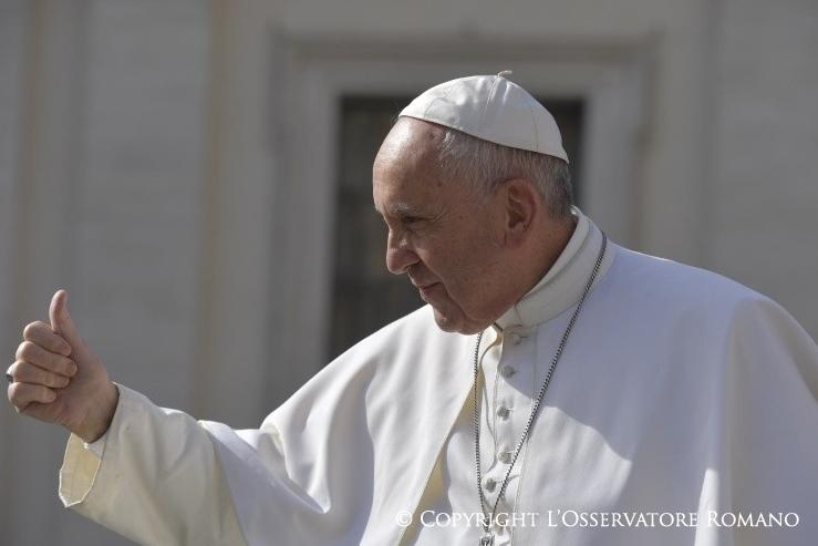 El Papa Francisco saludando © L'Osservatore Romano