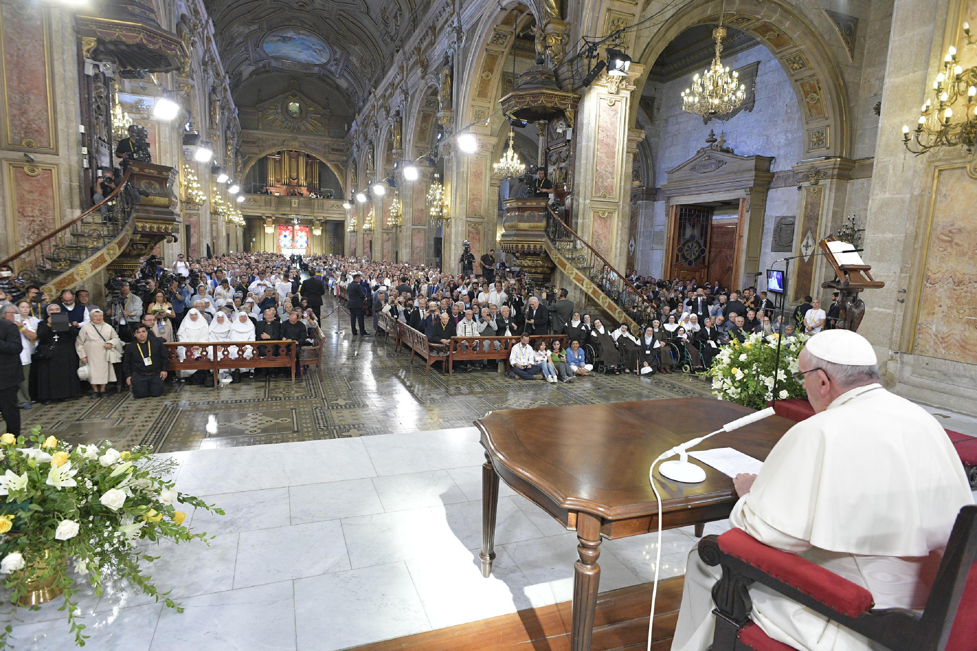 Encuentro del Papa con religiosos, consagrados y seminaristas en Santiago de Chile © L'Osservatore Romano
