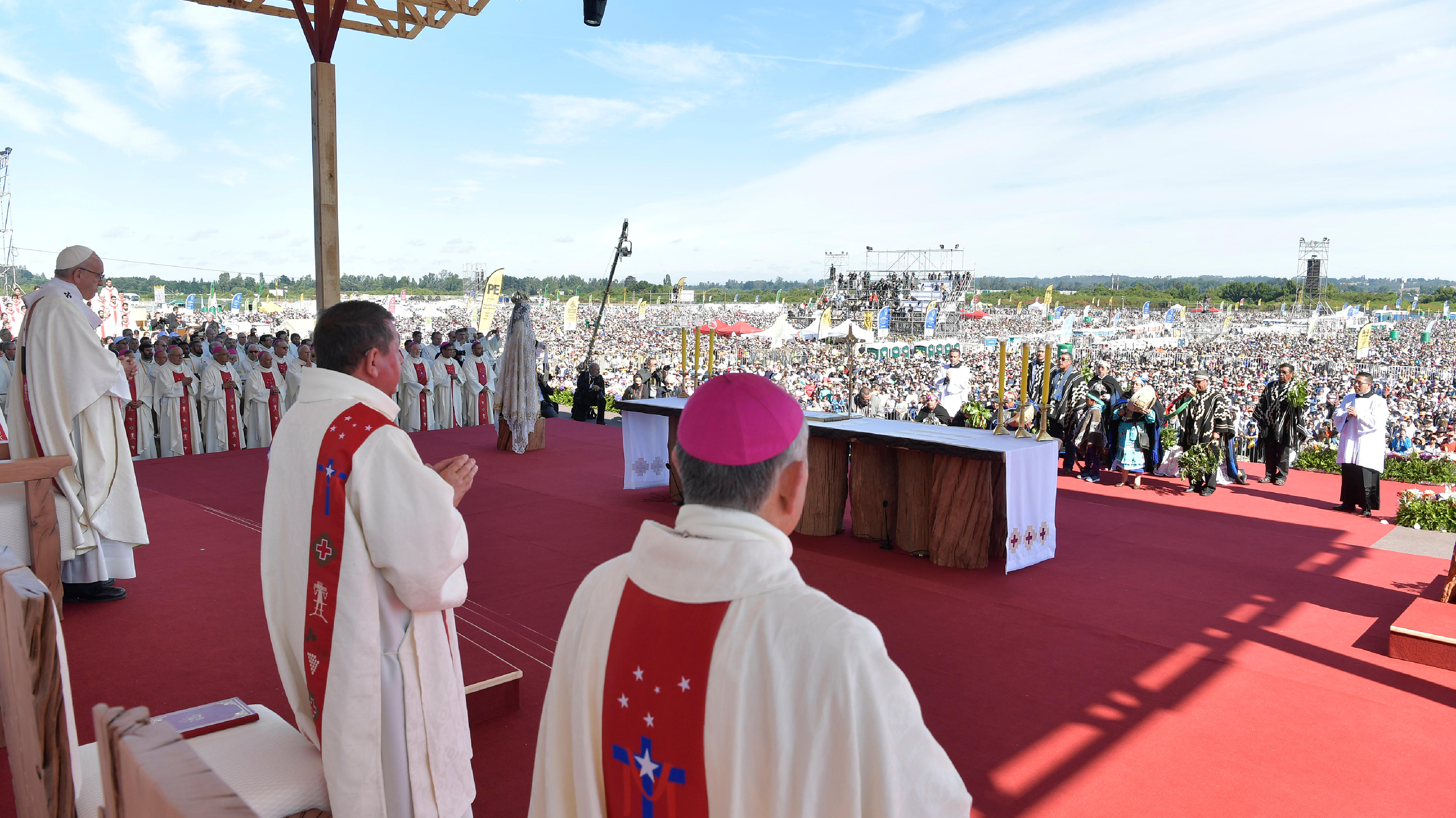 El Papa Francisco celebra la Misa por el progreso de los pueblos en Temuco © L'Osservatore Romano