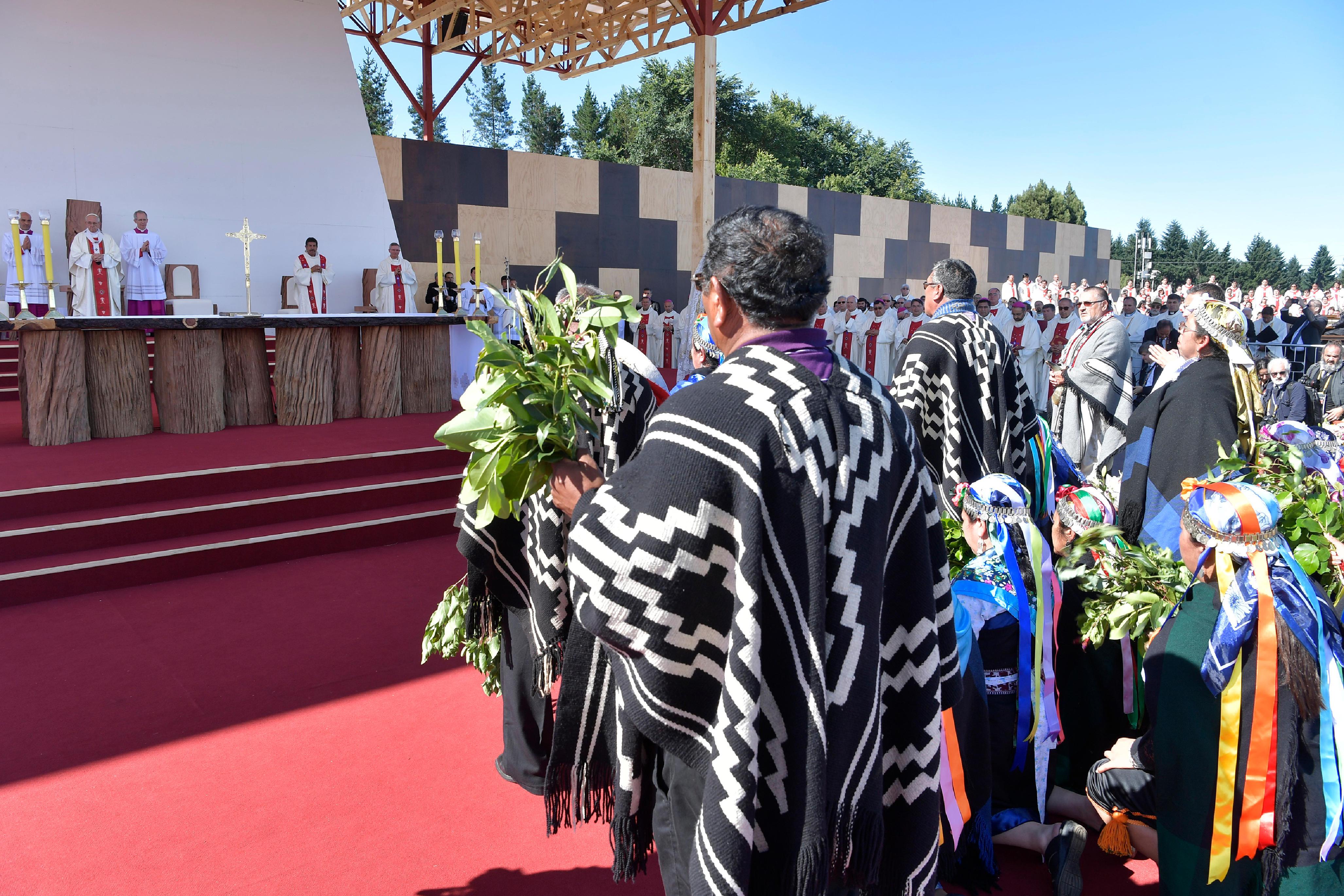 Peregrinos de los pueblos originarios de Chile en la Misa de Temuco © L'Osservatore Romano