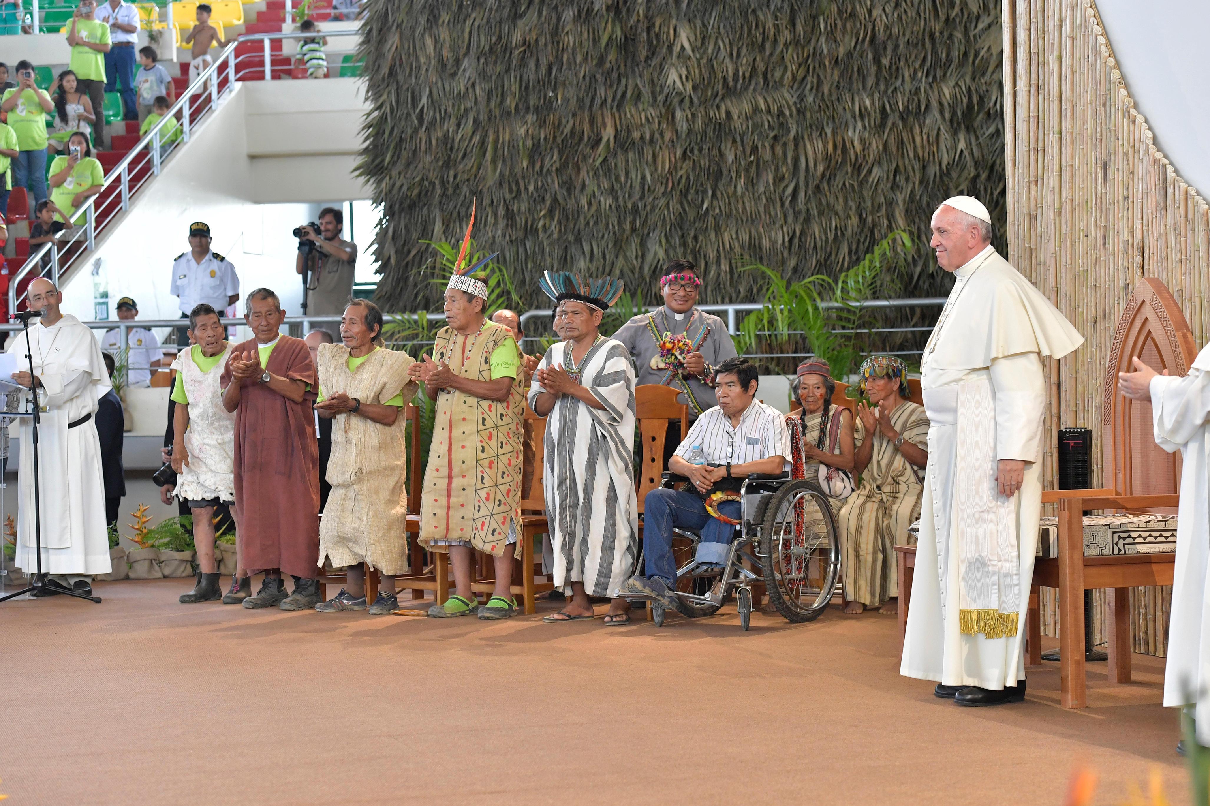 El Papa Francisco con los pueblos de la Amazonía © Vatican Media