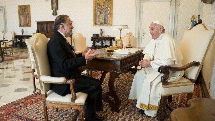 El Papa Francisco y el Embajador de Chile © Vatican News
