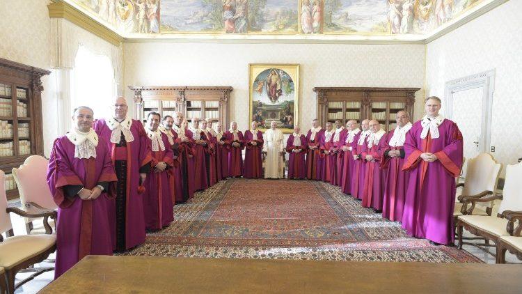 El Papa y los jueces de la Rota Romana © Vatican Media