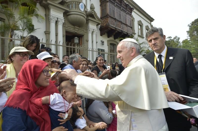 El Papa bendice a los fieles peruanos © Vatican Media