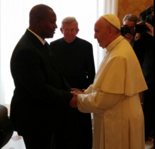 El Papa Francisco se reunió con el Presidente de la República Centroafricana, el 18 de Abril de 2016