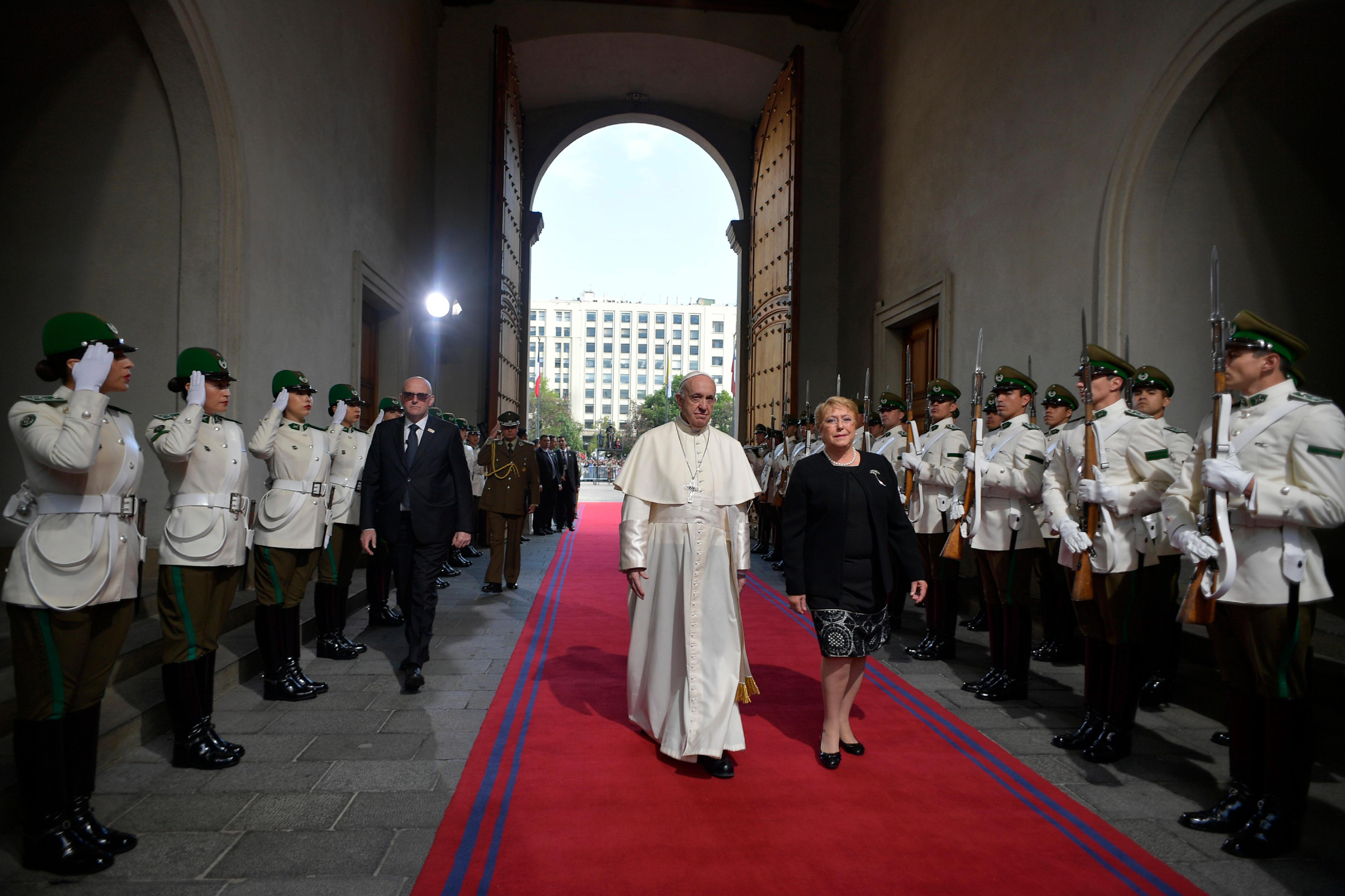 Llegada del Papa al Palacio de la Moneda, en Santiago de Chile © L'Osservatore Romano