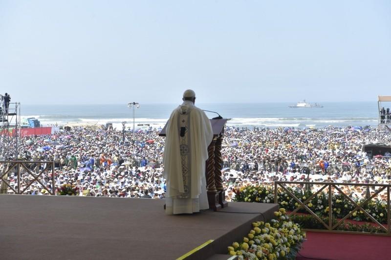 Mensaje de esperanza de Francisco en playa de Huanchaco © Vatican Media
