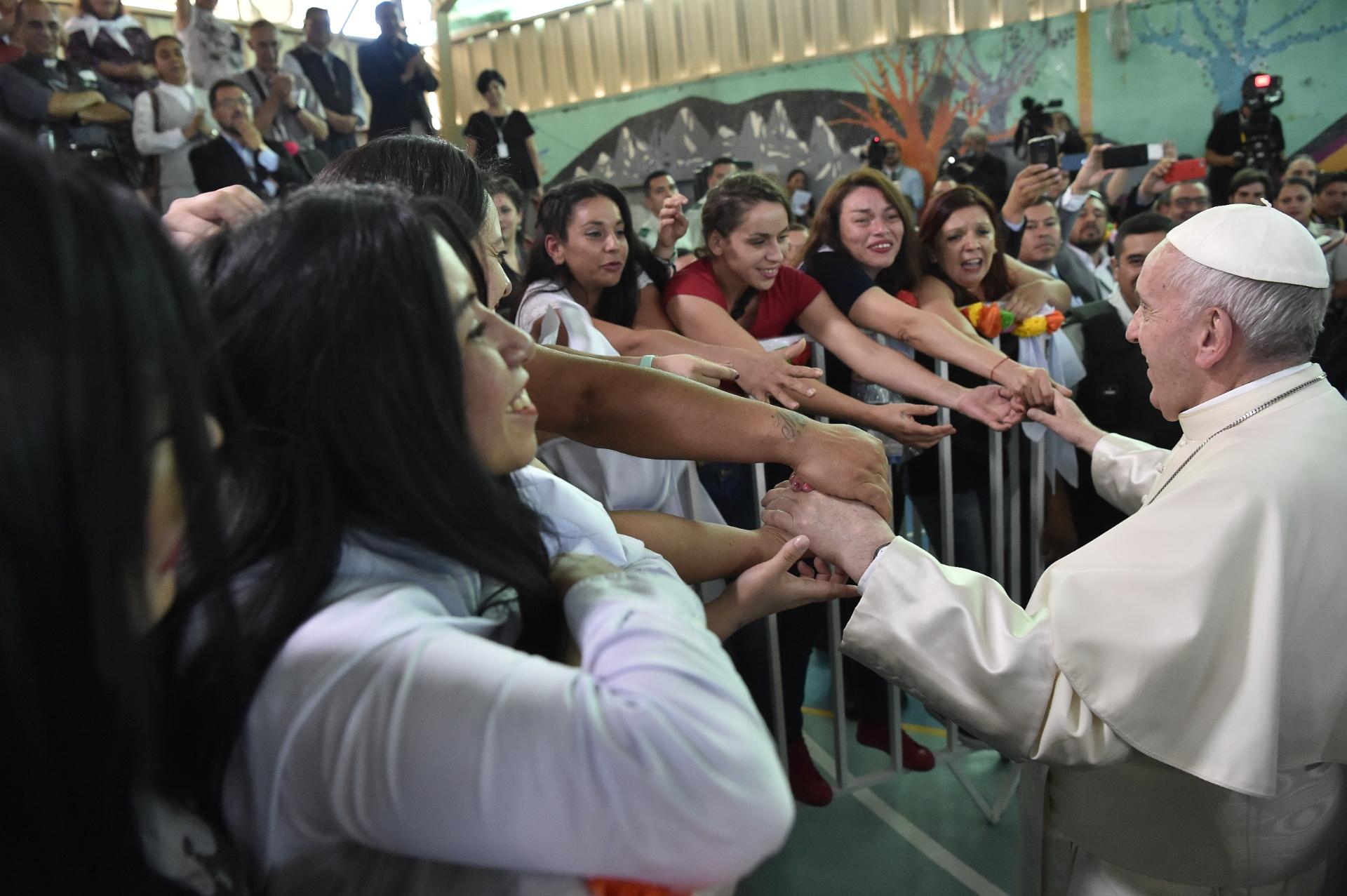 El Papa visita el Centro Penitenciario Femenino de Santiago © L'Osservatore Romano