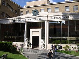 Universidad Pontífica de Latran © Wikimedia Commons