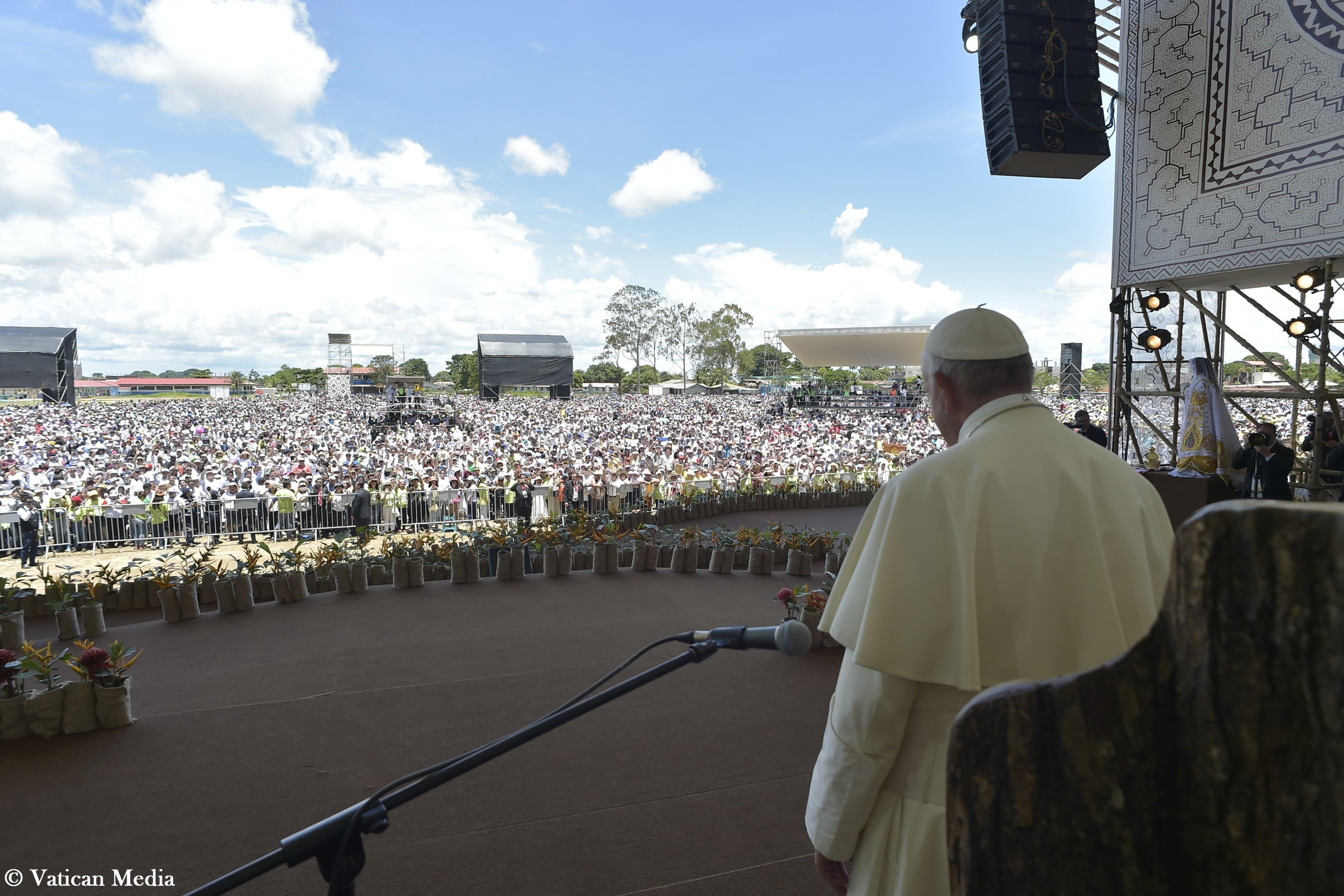 El Santo Padre habla a los habitantes de la Amazonía de Perú © Vatican Media