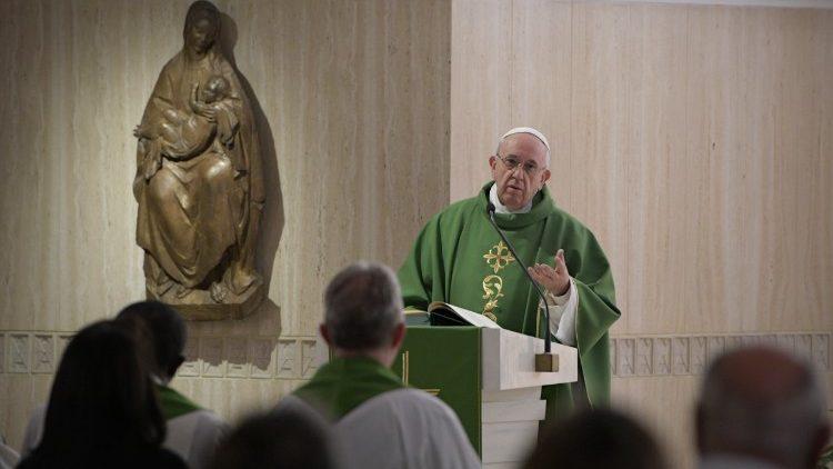 El Papa celebra la Misa en la Casa de Santa Marta © Vatican media