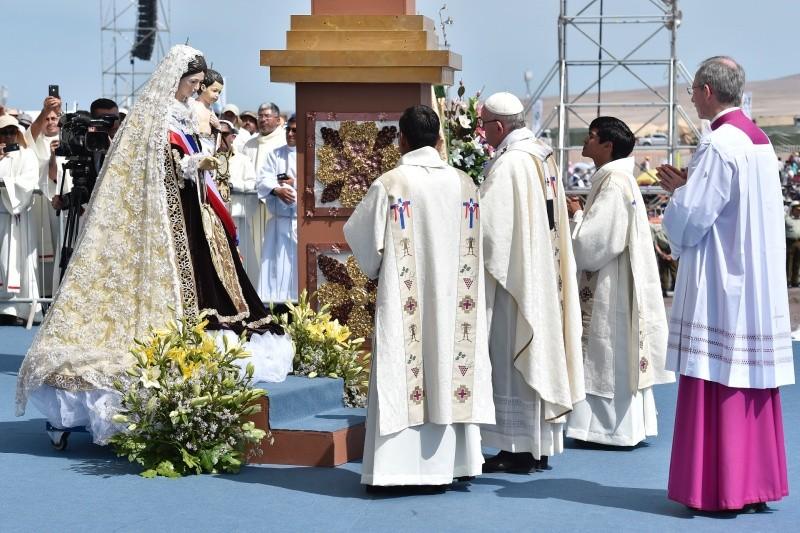 El Papa corona a la Virgen del Carmen de La Tirana © Vatican Media