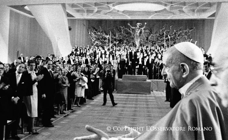 Pablo VI atiende a los periodistas © L´Osservatore Romano