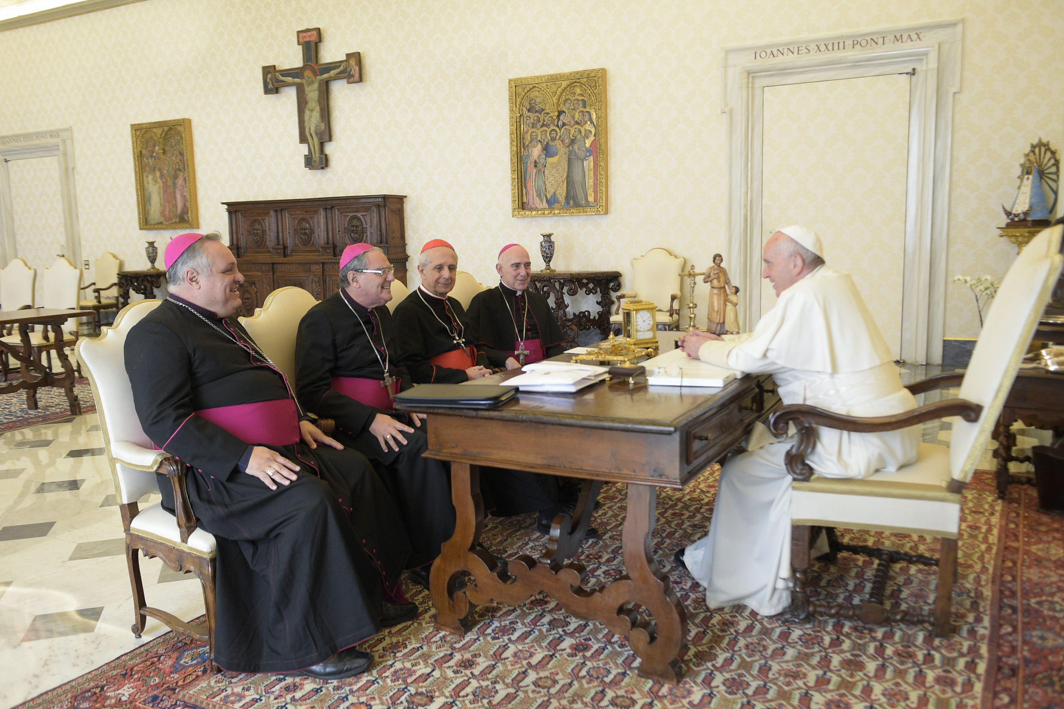 Obispos de la Conferencia Episcopal Argentina con el Papa Francisco © Vatican Media