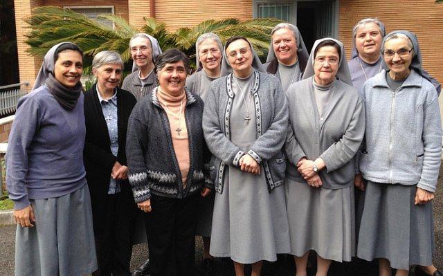 Carmen Ros acompañada de las hermanas de la Casa Generalicia © Hermanas de Ntra. Sra.de la Consolación