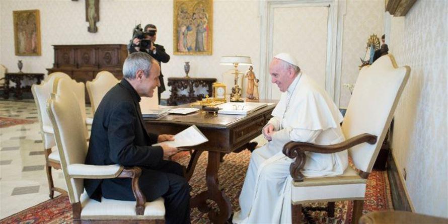 Julián Carrón recibido por el Papa Francisco © Vatican Media