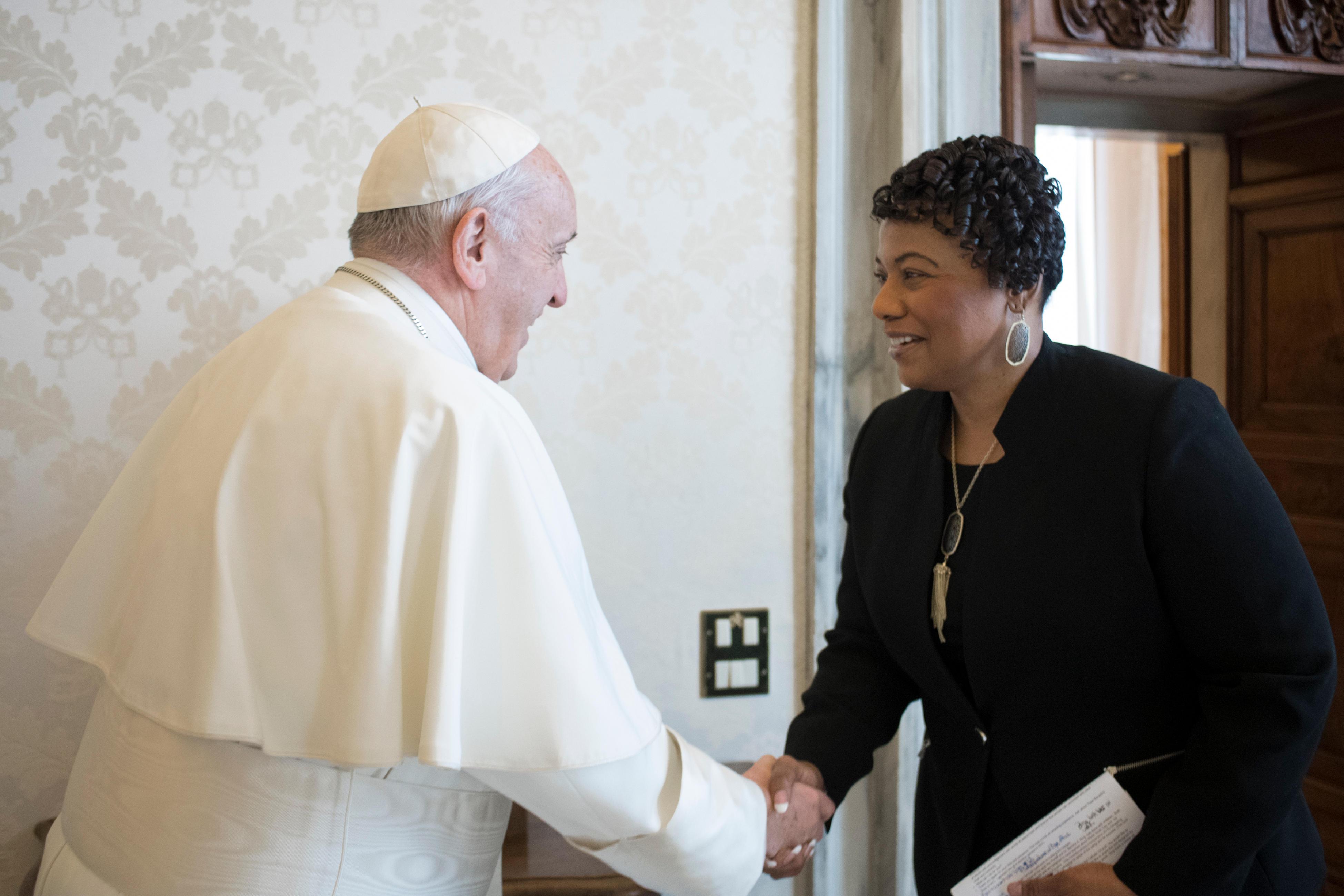 El Papa saluda a Bernice Albertine King © Vatican Media