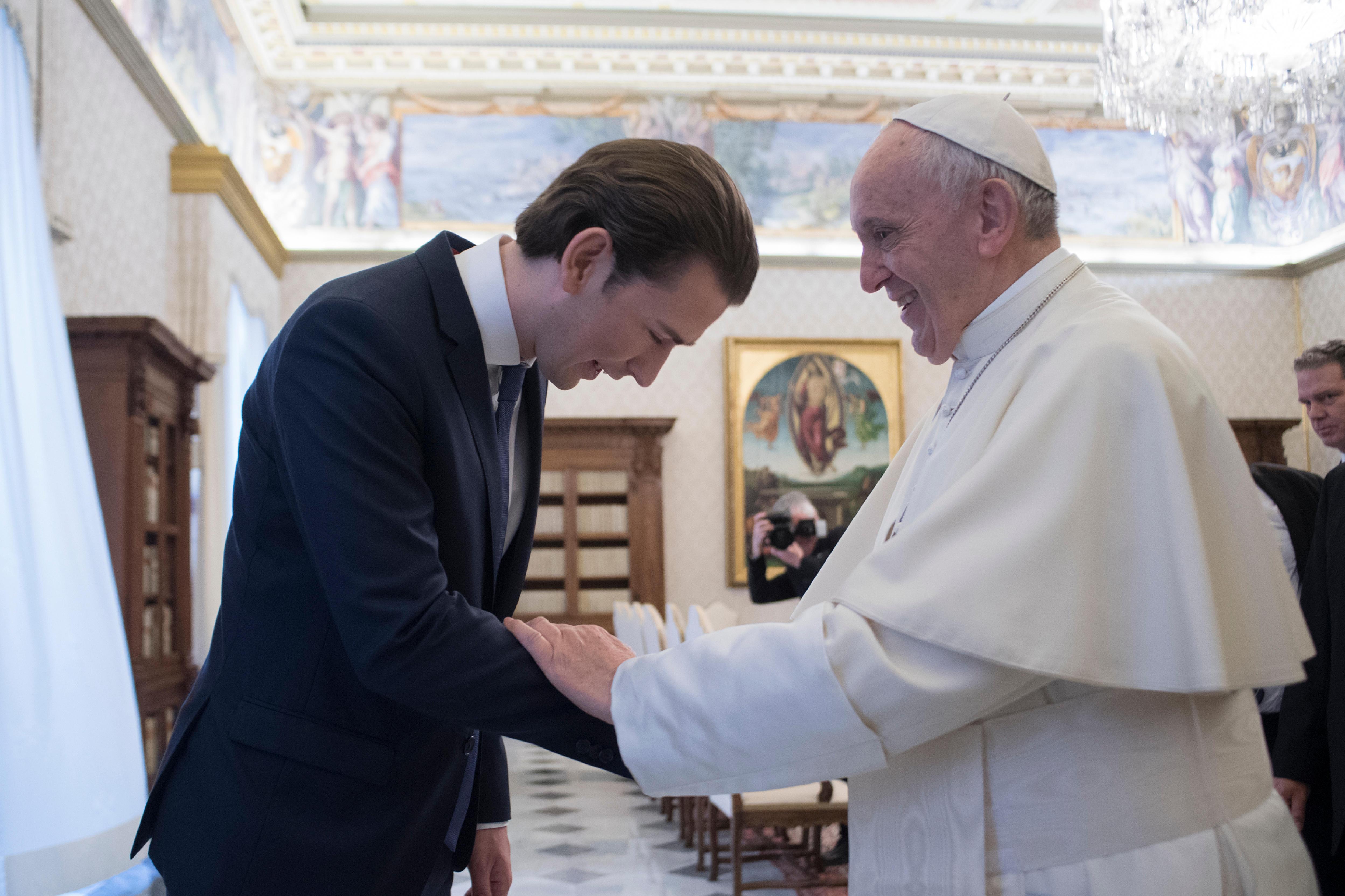 Saludo del Canciller al Papa Francisco © Vatican Media