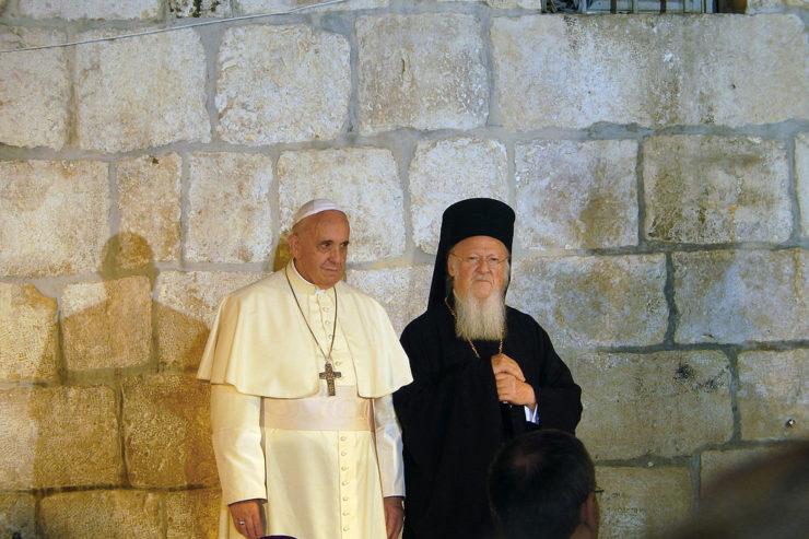 El Papa Francisco y el Patriarca Bartolomé en Jerusalen, 25 mayo 2014, Creative Commons, Nir Hason