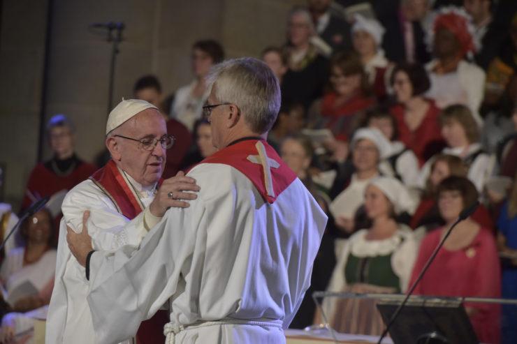 El Papa Francisco y el pastor Tveit en Lund (Suecia) © L´Osservatore Romano