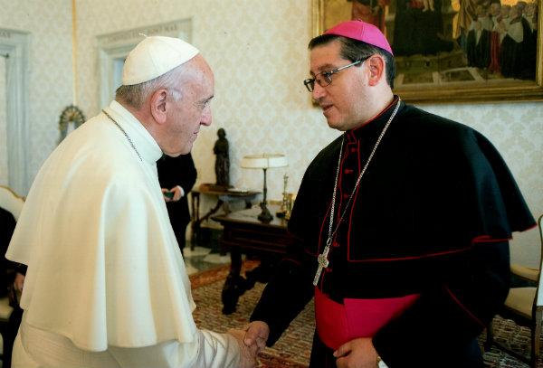 Francisco recibió a Mons. Skiper Bladimir © Conferencia Episcopal Ecuatoriana
