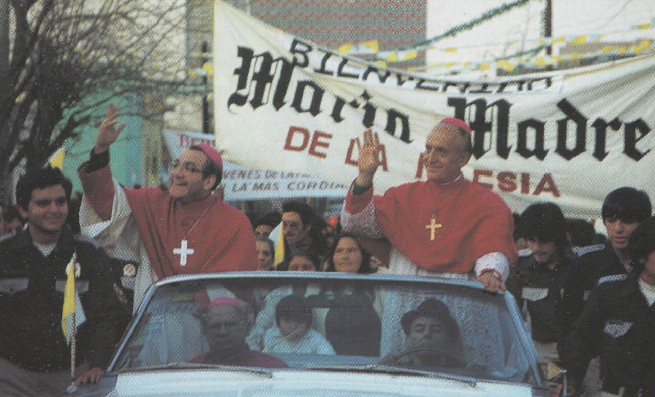 Mons. Adolfo A. Suárez a la izquierda © Jesús Treviño