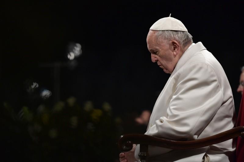 El Papa reza el Vía Crucis escrito por los jóvenes, 30/03/2018 © Vatican Media