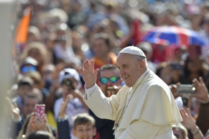 El Papa saluda a los visitantes en el Vaticano © Vatican Media