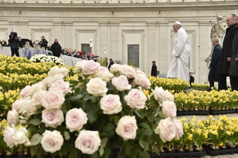 Francisco celebra la Audiencia General en Pascua © Vatican Media