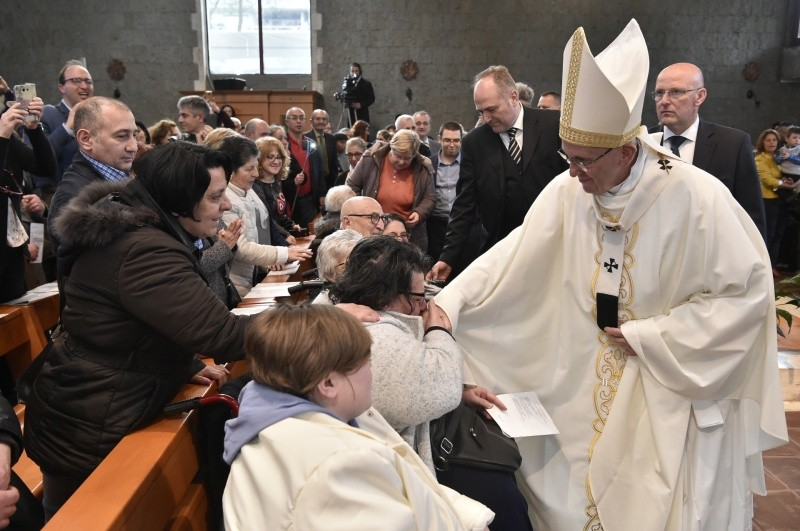 Visita del Papa Francisco a la parroquia San Paolo della Croce, en Roma © Vatican Media