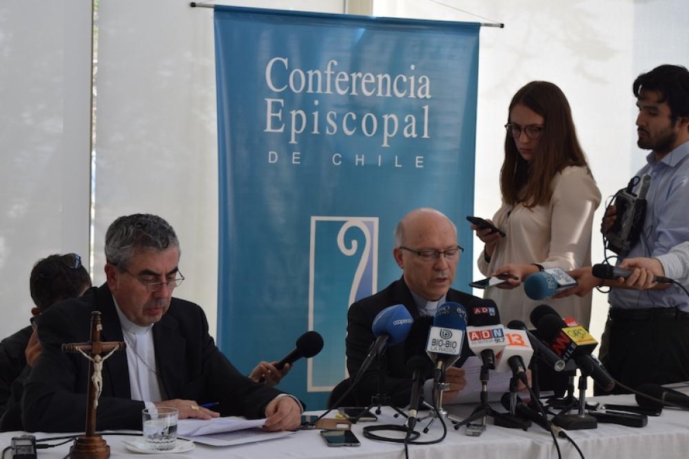 Rueda de prensa de Mons. Silva (izda) y de Mons. Ramos (dcha) © Conferencia Episcopal de Chile