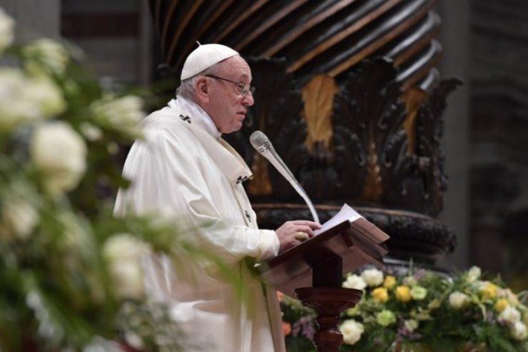 Vigilia Pascual en San Pedro © Vatican Media