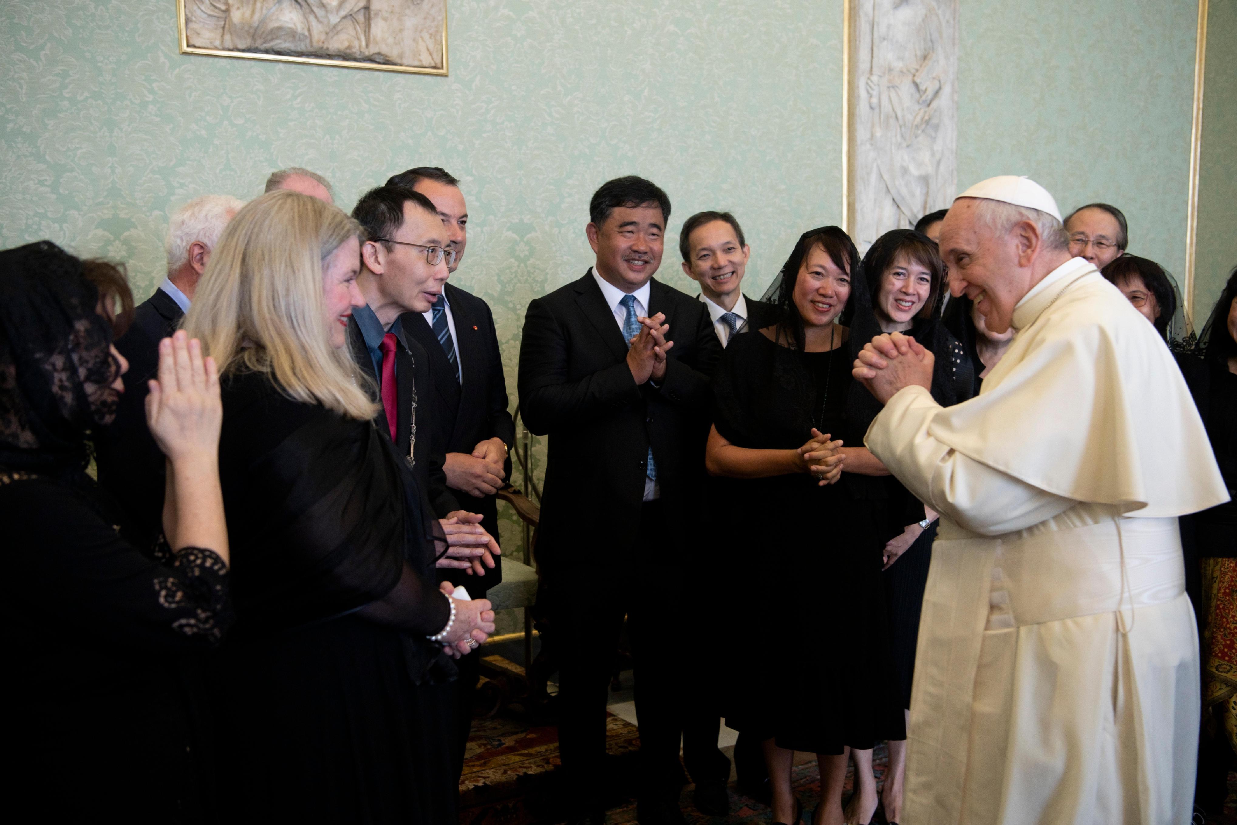 El Papa saluda a una delegación de médicos católicos © Vatican Media