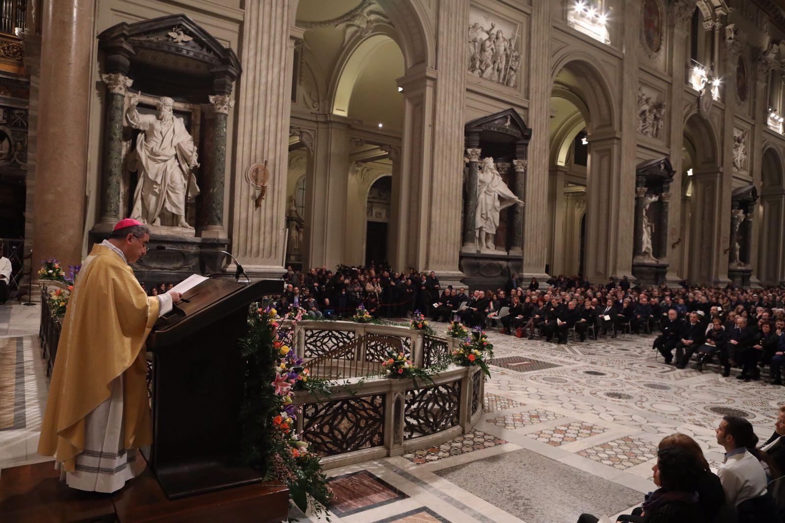 Mons. Becciu en Lateran, cortesía de San Egidio