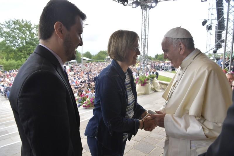 Papa Francisco saludando a los Focolares © Vatican Media