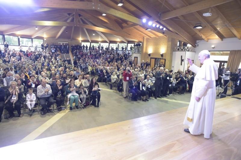 El Papa saluda a la comunidad de Nomadelfia © Vatican Media