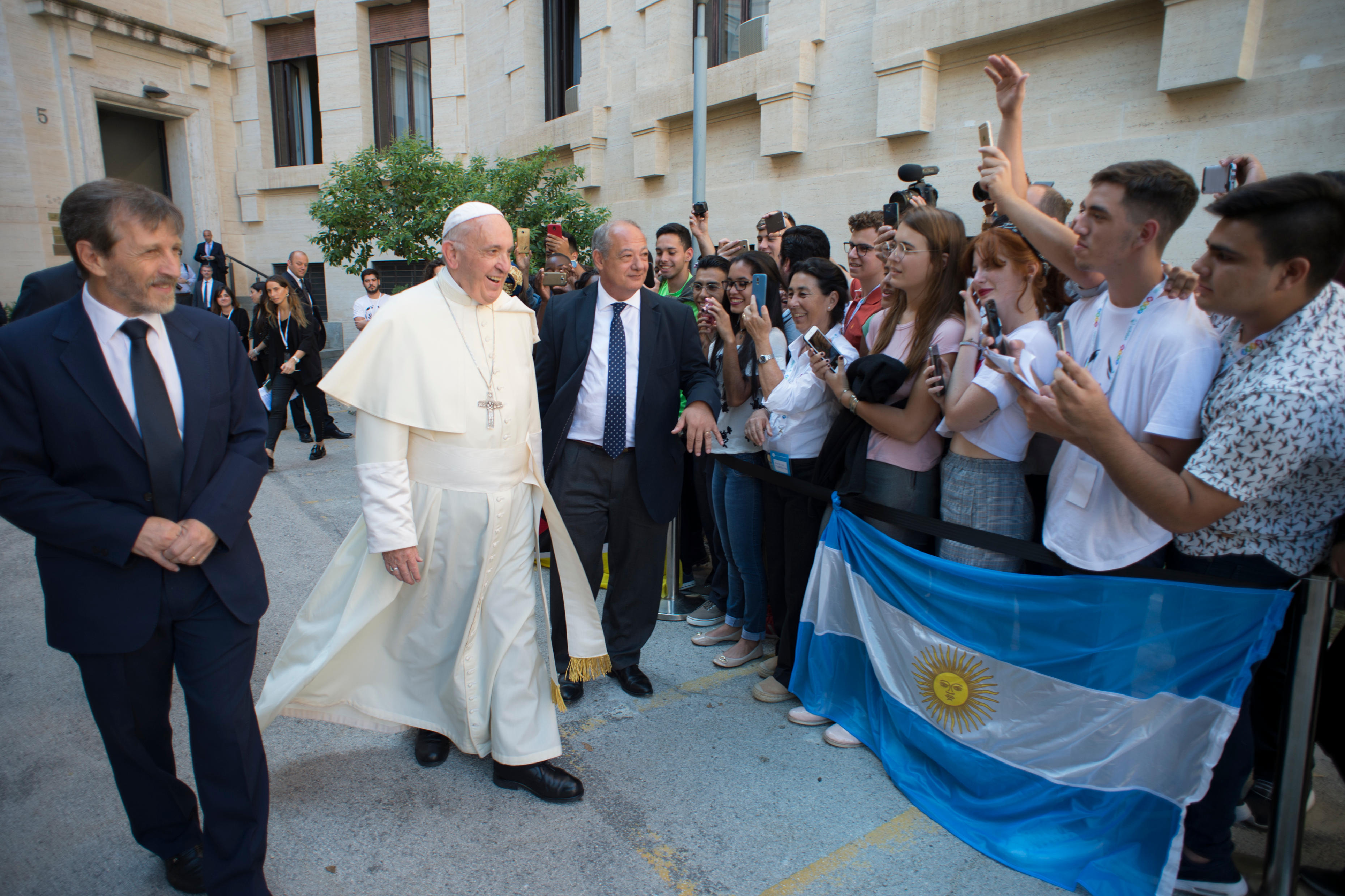 El Papa llega a la sede de Scholas Occurrentes en el Vaticano © Vatican Media