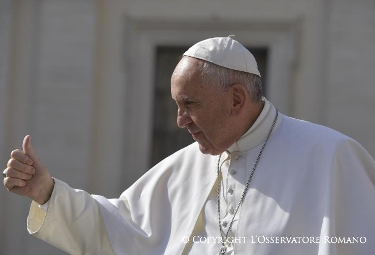 El Papa con el dedo levantado © L'Osservatore Romano