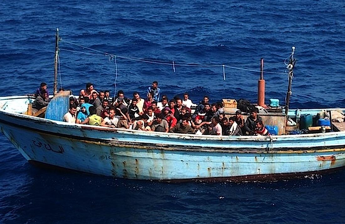 Migrantes Africanos En el Mediterraneo - Wikimedia - Cortesia De La Guardia Di Finanza