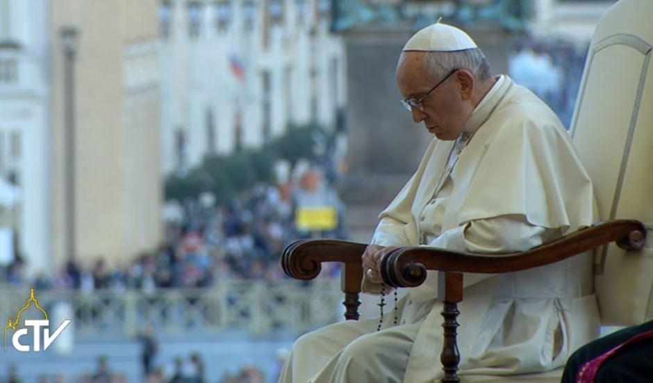 El Papa Reza El Rosario En La Plaza De San Pedro, © captura CTV
