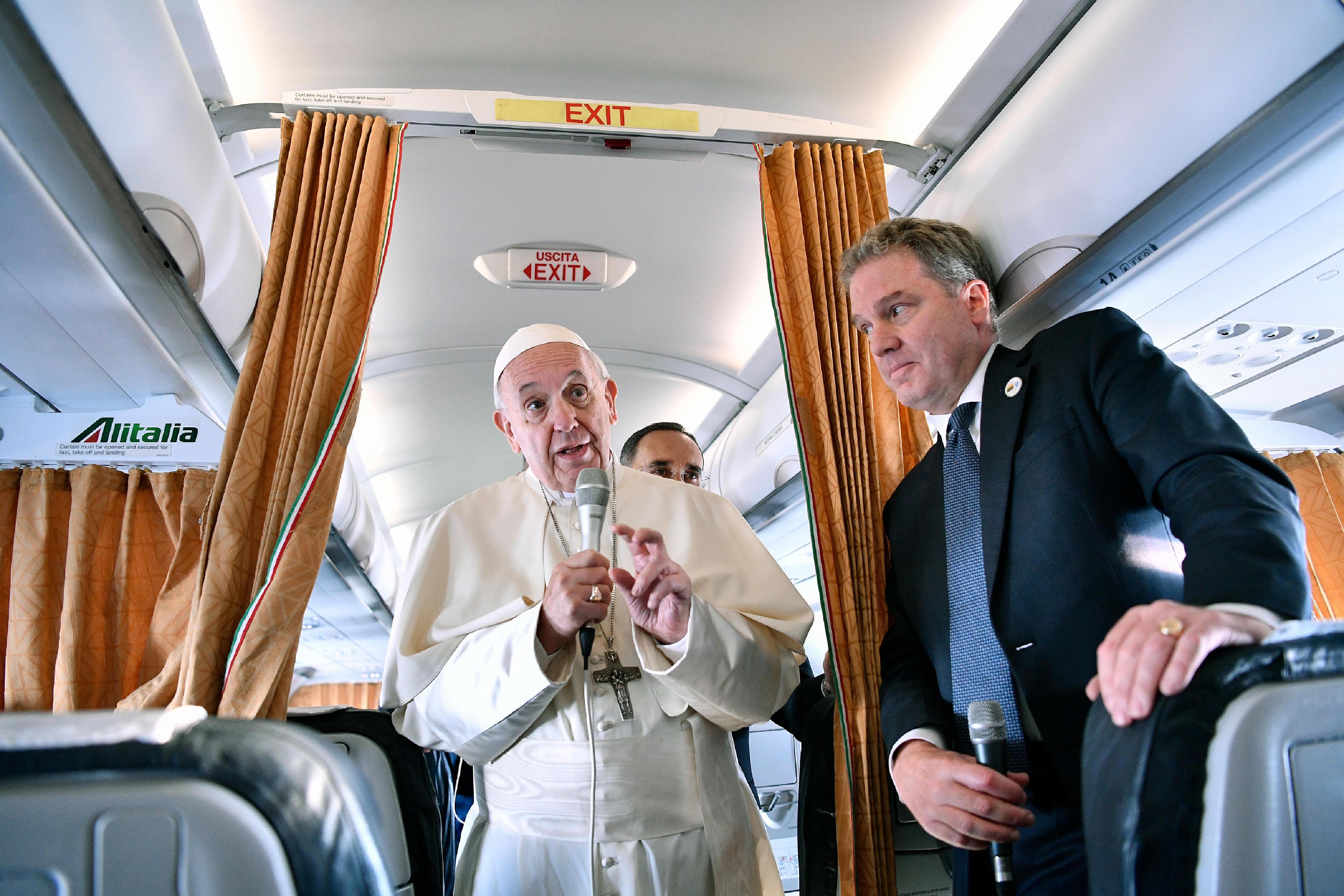 Francisco habló sobre el acuerdo en el vuelo Roma-Vilna (Lituania) © Vatican Media