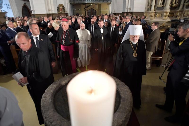 Encuentro ecuménico en la Catedral luterana Santa María, de Riga, Letonia © Vatican Media
