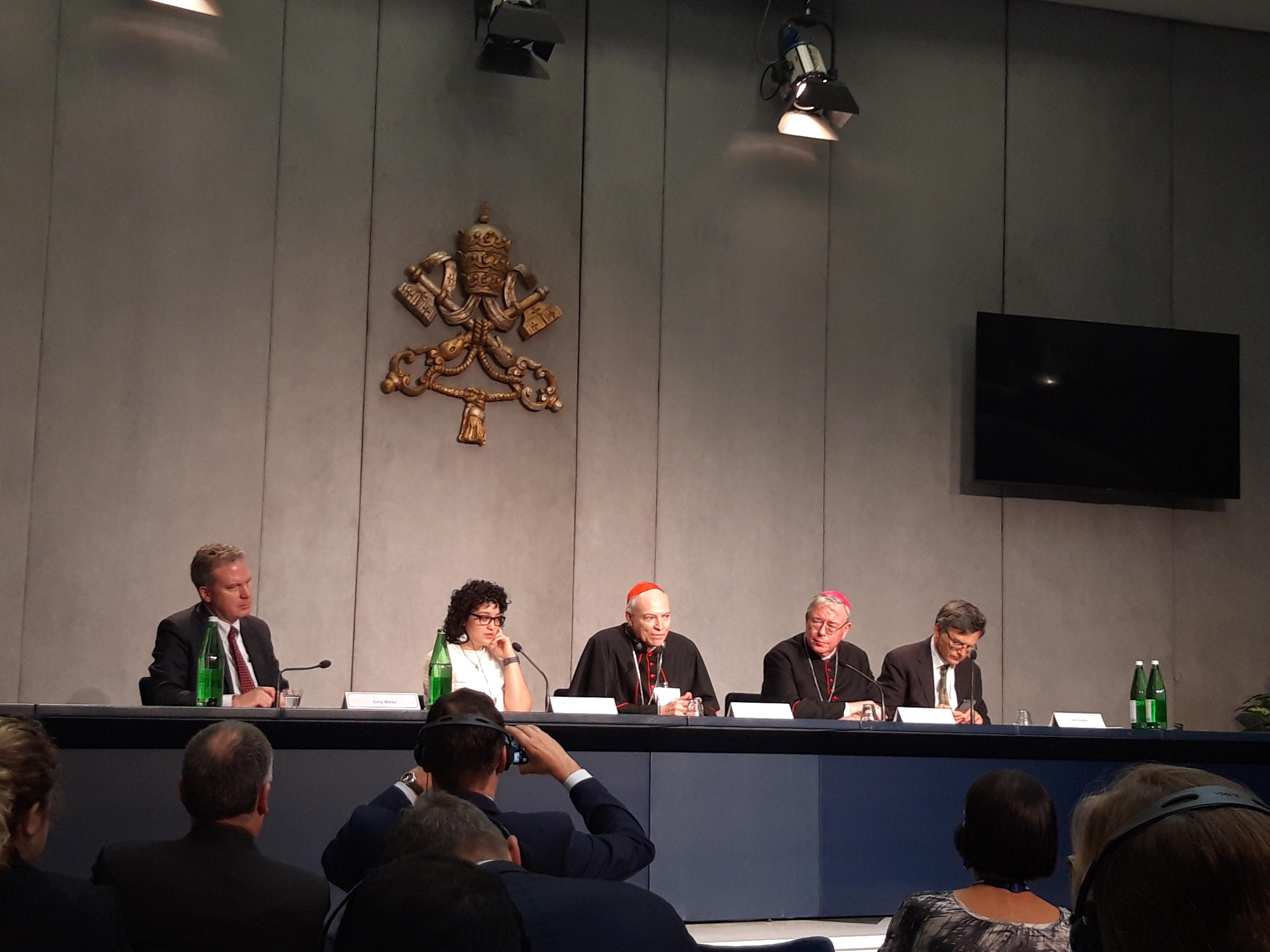 Mons. Carlos Aguiar, durante su intervención © Zenit