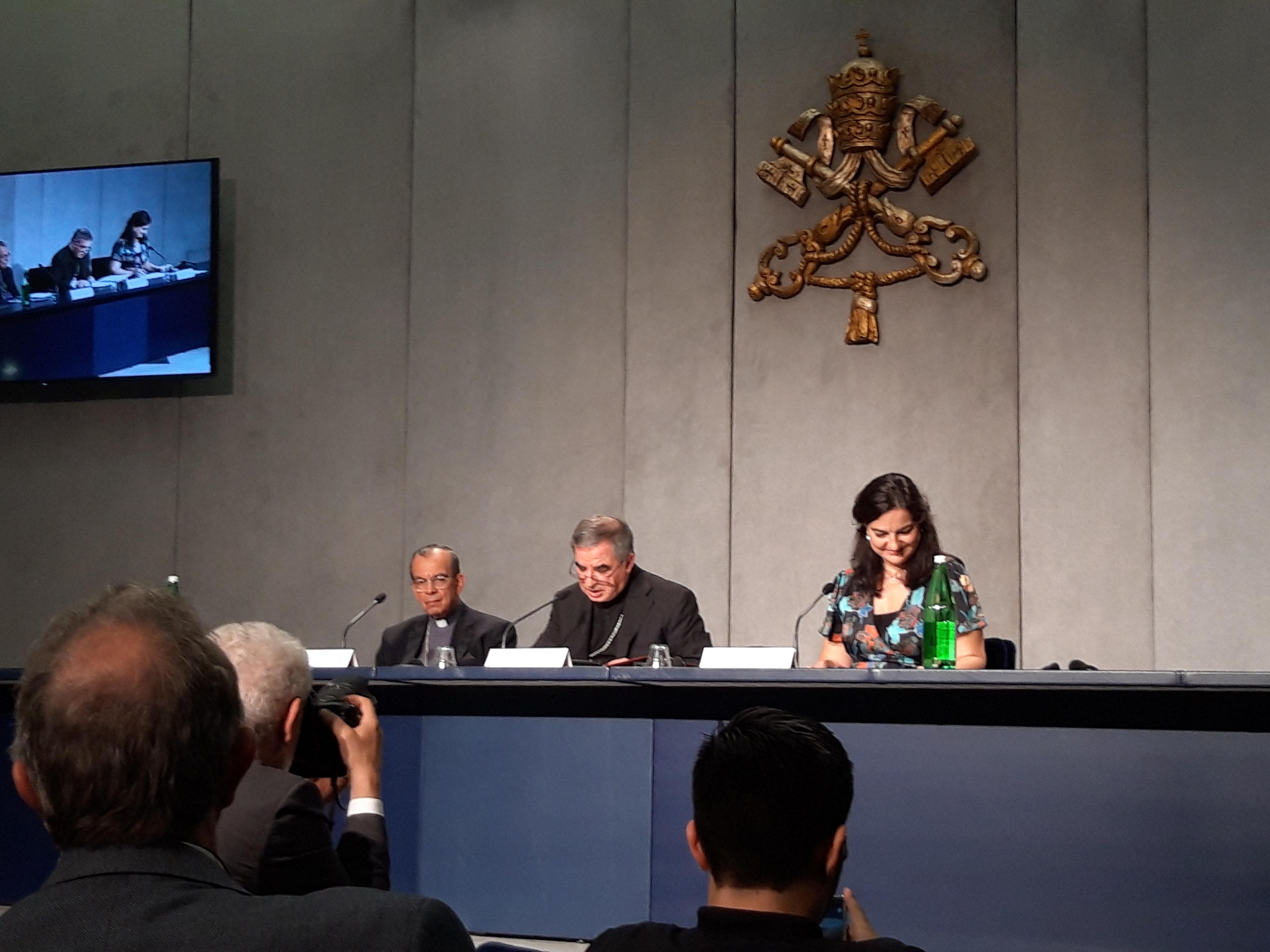 Intervención del Cardenal Becciu © Zenit