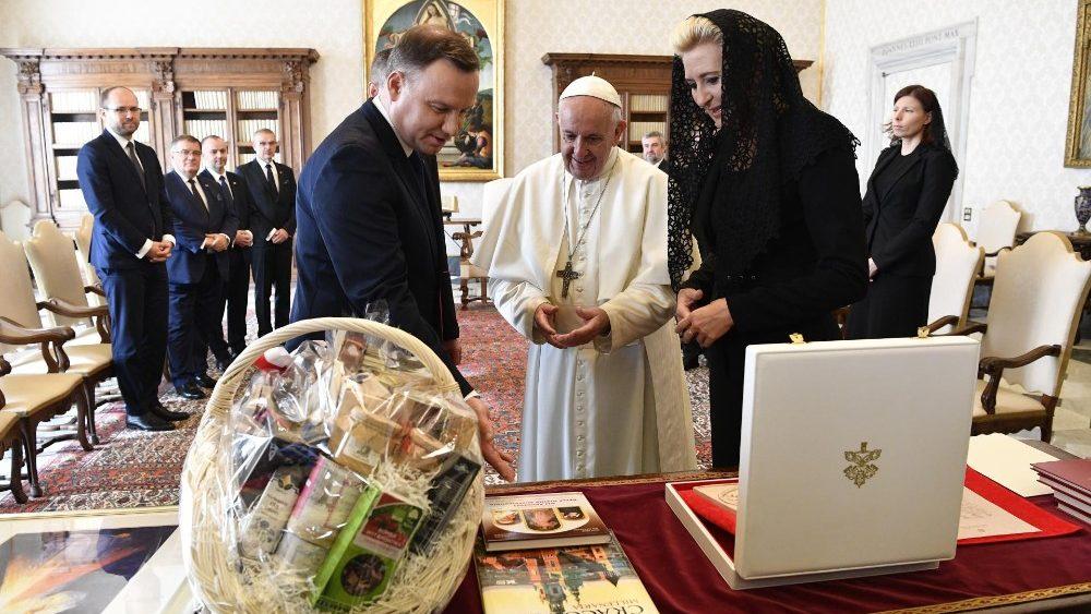 El Papa recibe al presidente de Polonia y a su esposa © Vatican Media