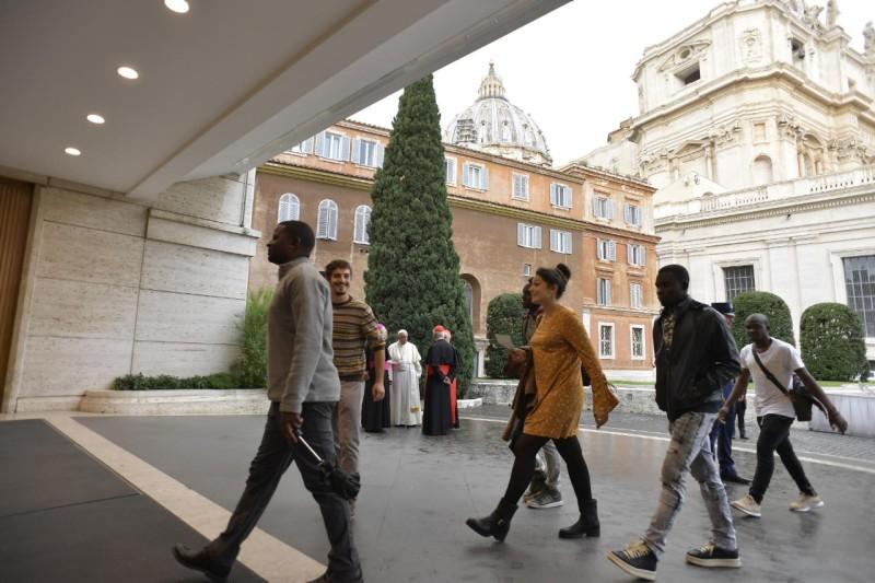 Jóvenes participantes en el Sínodo © Vatican Media