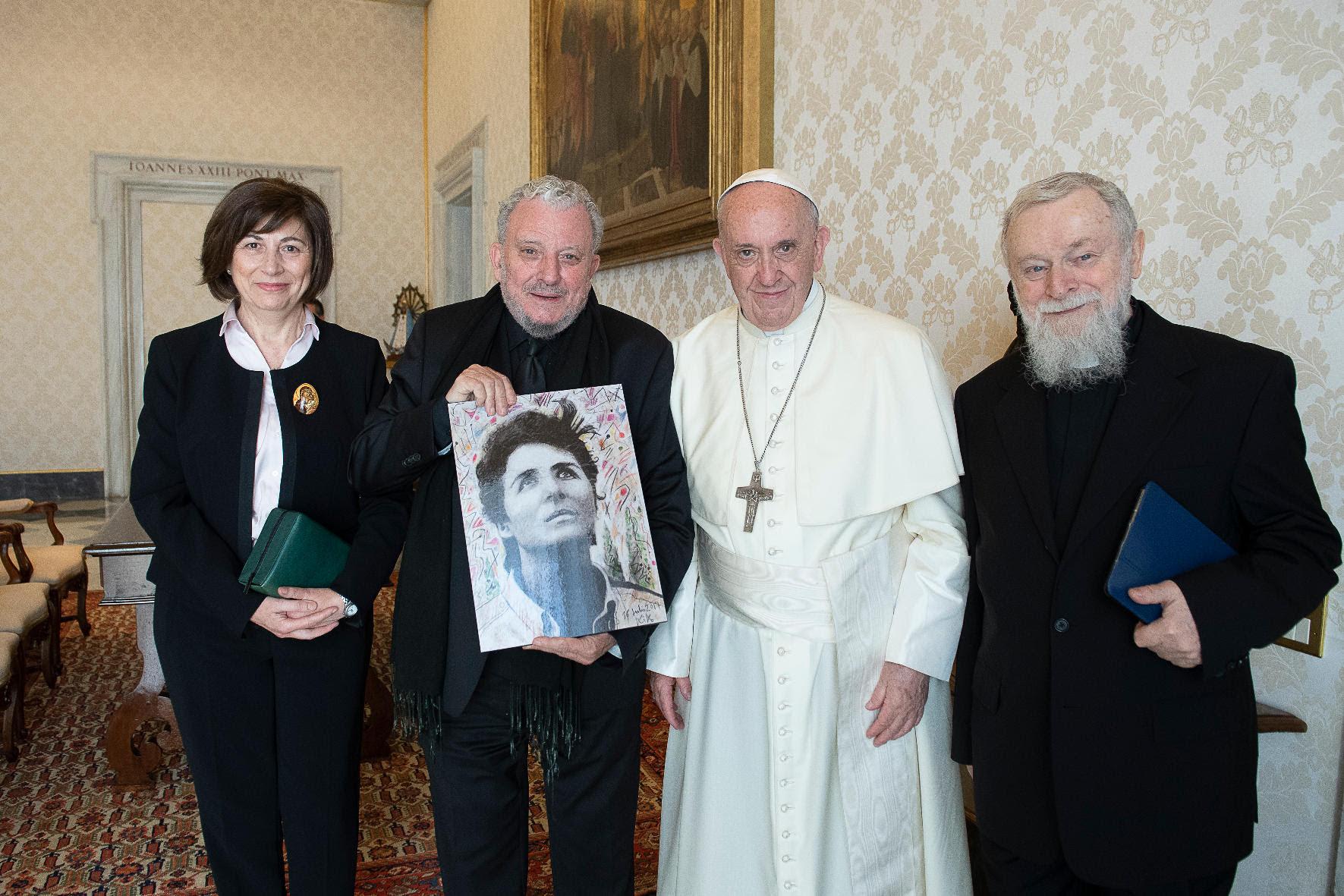 Mª Ascensión Romero con el Papa Francisco © Camino Neocatecumena