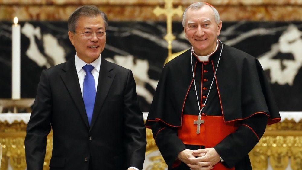 Presidente Moon Jae-in con el Cardenal Pietro Parolin © Vatican Media